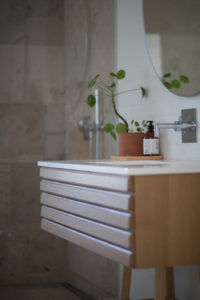 modern bathroom shelf
